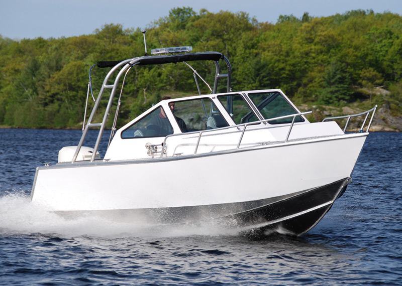 22' Patrol Boat Design with Raised Deck built for police agencies, ocean fisheries and wildlife conservation authorities.